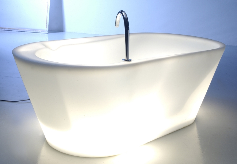 http://www.luxetrends.nl/image/data/incoming/imagestore/product/7552/wet-verlicht-bad-multi-colori-20907.jpg